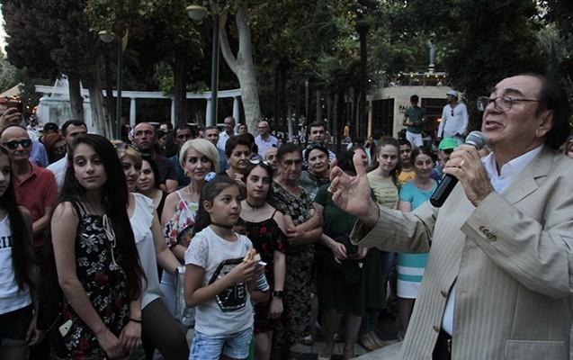 Tanınmışlar Fəvvarələr Meydanında