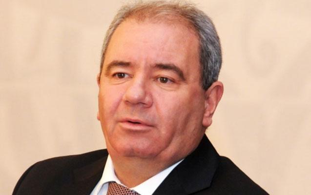"""""""Əli Abbasov bizi burda qoyub, özü kresloda oturur"""""""