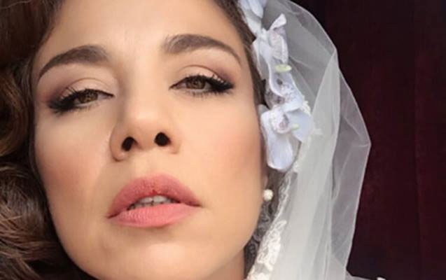 Aktrisa soyunaraq döyməsini göstərdi