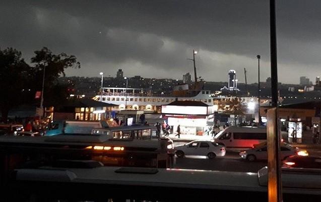 İstanbulda şiddətli dolu yağır