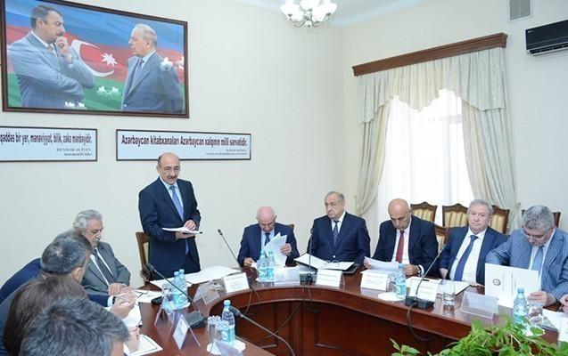 Əbülfəs Qarayev iclas keçirdi -